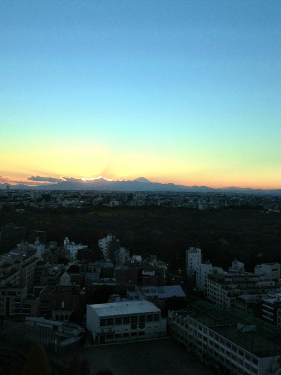 iPhone4Sで撮った神宮前オフィス(18F)からの夕焼けまとめ 4