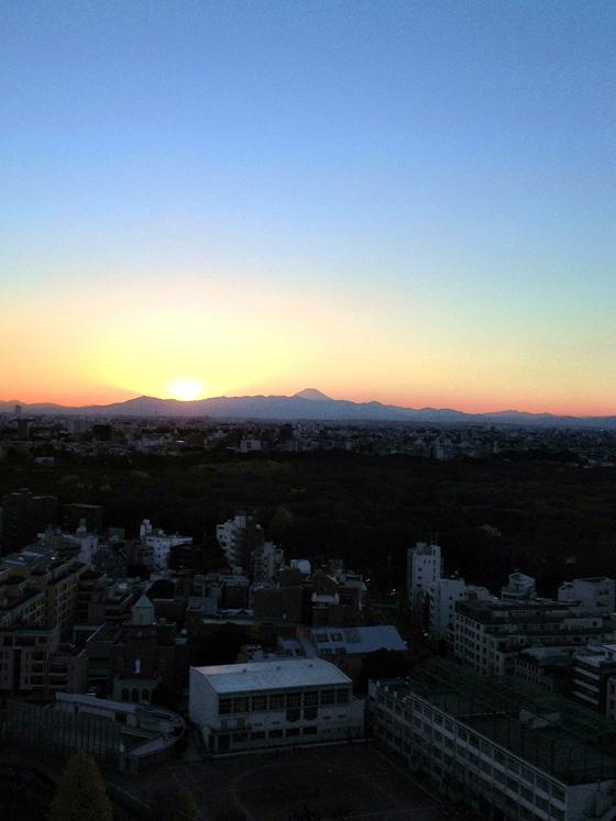 iPhone4Sで撮った神宮前オフィス(18F)からの夕焼けまとめ 5