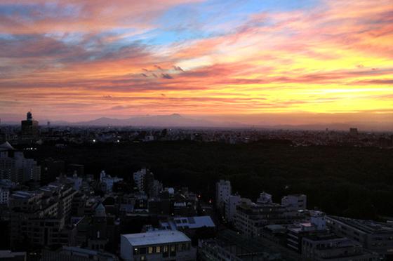 iPhone4Sで撮った神宮前オフィス(18F)からの夕焼けまとめ 16