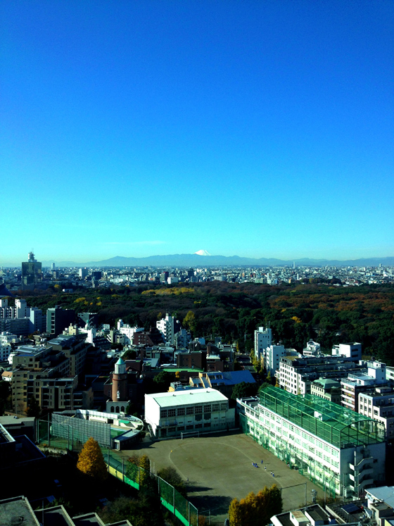 iPhone4Sで撮った神宮前オフィス(18F)からの眺め 3